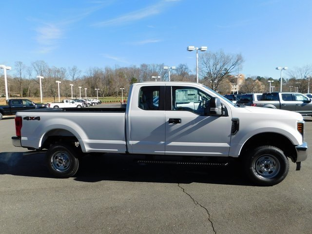 2019 Oxford White Ford Super Duty F-250 SRW XL Automatic Truck 4 Door 4X4 6.2L SOHC Engine