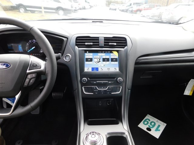 2018 Oxford White Ford Fusion SE FWD 4 Door Automatic