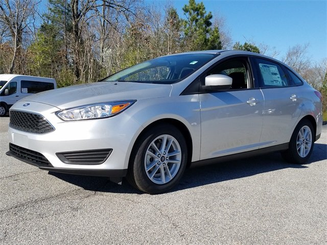 2018 Ingot Silver Metallic Ford Focus SE Sedan Automatic I4 Engine FWD 4 Door