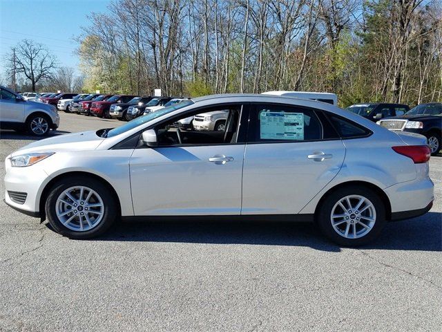 2018 Ingot Silver Metallic Ford Focus SE I4 Engine Sedan 4 Door Automatic