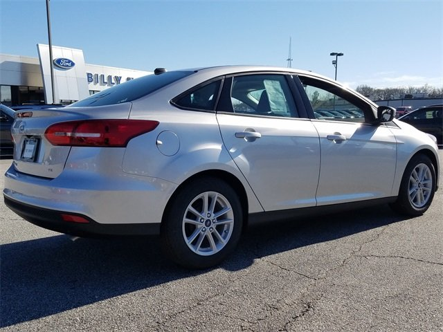 2018 Ingot Silver Metallic Ford Focus SE Sedan FWD I4 Engine