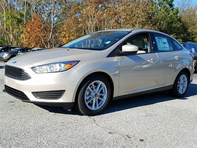 2018 White Gold Metallic Ford Focus SE FWD Automatic 4 Door