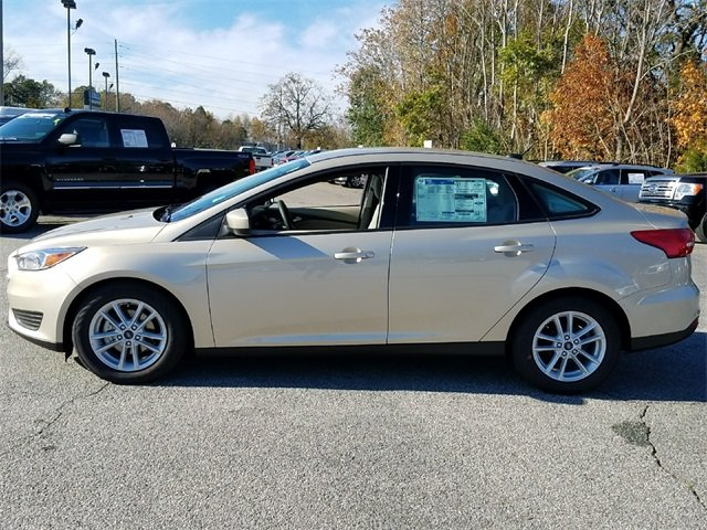 2018 White Gold Metallic Ford Focus SE 4 Door Automatic Sedan