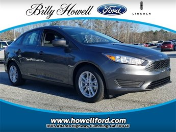 2018 Magnetic Metallic Ford Focus SE FWD Sedan Automatic 2.0L Ti-VCT GDI I-4 Engine 4 Door