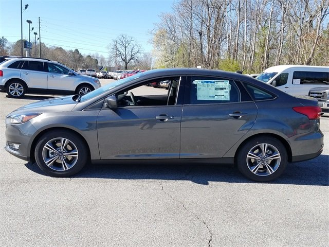 2018 Magnetic Metallic Ford Focus SE 1.0L EcoBoost Engine Automatic Sedan