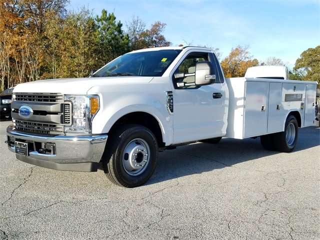 2017 Ford Super Duty F-350 DRW XL Automatic RWD 6.2L Gas FFV V8 engine Truck 2 Door