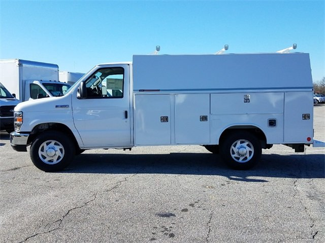 2017 Ford E-350SD Base RWD 6.8L V10 Engine Automatic 2 Door