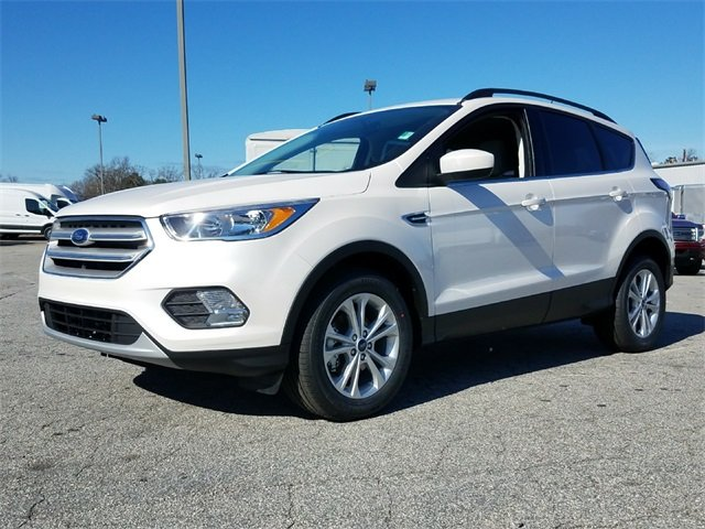 2018 White Platinum Metallic Tri-Coat Ford Escape SE 1.5L EcoBoost Engine with Auto Start-Stop Technology FWD SUV Automatic 4 Door