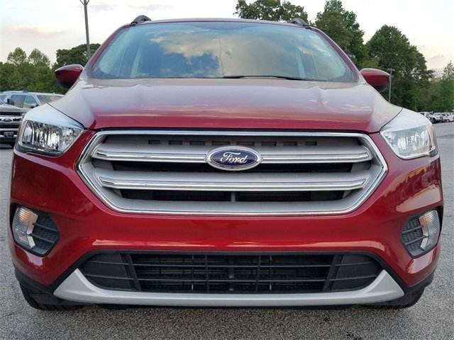 2018 Ruby Red Metallic Tinted Clearcoat Ford Escape SE SUV 4 Door Automatic