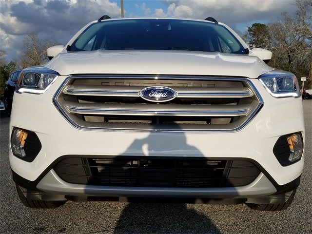 2018 Oxford White Ford Escape SEL SUV 1.5L EcoBoost Engine with Auto Start-Stop Technology 4 Door Automatic 4X4