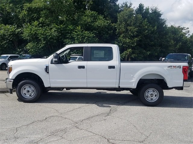 2018 Oxford White Ford Super Duty F-250 SRW XL 4 Door Truck V8 Engine