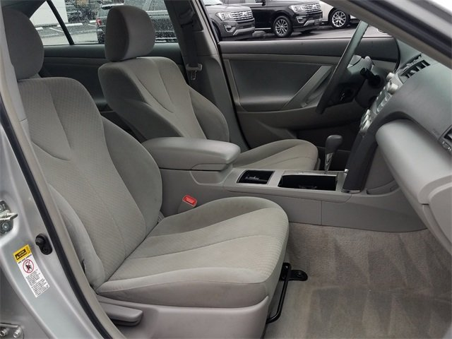 2009 Classic Silver Metallic Toyota Camry XLE FWD 2.4L I4 SMPI DOHC Engine Automatic Sedan