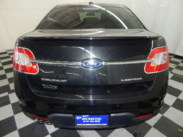 2011 Tuxedo Black Metallic Ford Taurus Limited FWD 4 Door Sedan