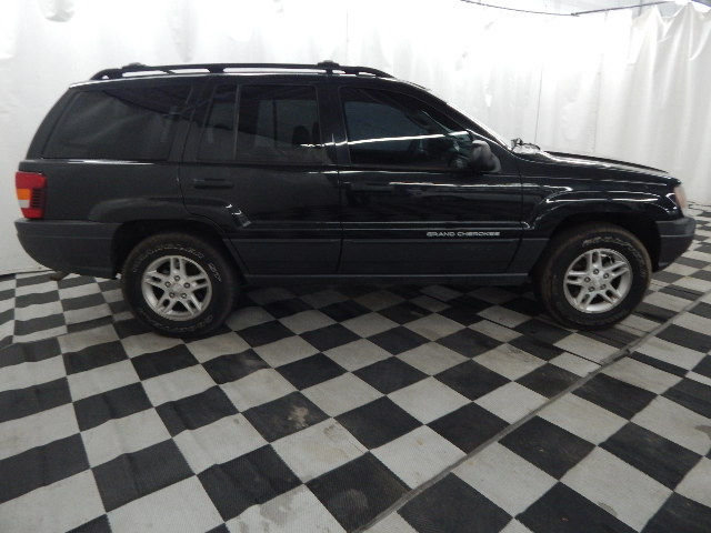 2003 Brilliant Black Crystal Pearlcoat Jeep Grand Cherokee Laredo Automatic 4 Door 4X4 4.0L 6 cyls Engine SUV