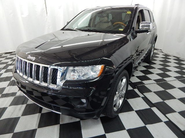 2011 Brilliant Black Crystal Pearlcoat Jeep Grand Cherokee Overland Automatic 4X4 4 Door