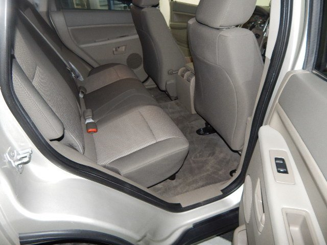 2008 Bright Silver Metallic Clearcoat Jeep Grand Cherokee Laredo Automatic 3.7L V6 Engine 4 Door SUV