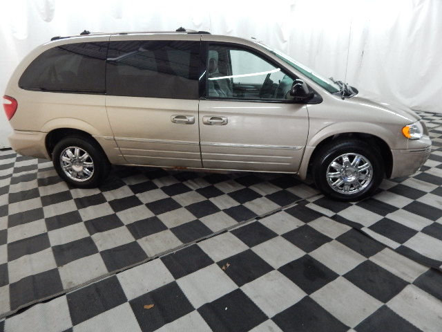 2006 Linen Gold Metallic Pearlcoat Chrysler Town & Country Limited 4 Door Automatic 3.8L V6 Engine Van FWD