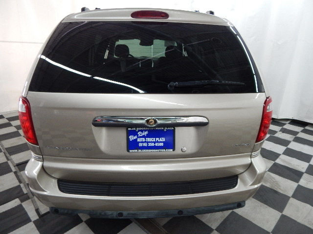 2006 Chrysler Town & Country Limited Van FWD 4 Door