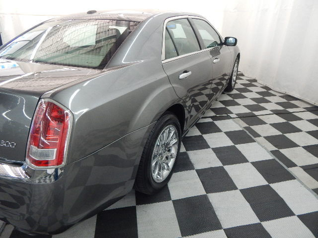 2012 Chrysler 300 Limited RWD 4 Door Sedan
