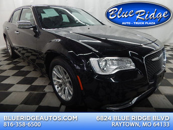 2016 Gloss Black Chrysler 300C 300C Sedan 4 Door RWD 3.6L V6 Engine