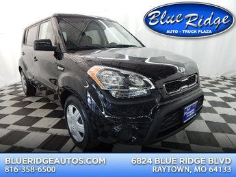 2013 Black Kia Soul Base Crossover FWD 4 Door 1.6L 4 cyls Engine