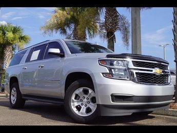 2017 Silver Ice Metallic Chevrolet Suburban LT 4 Door V8 Engine Automatic