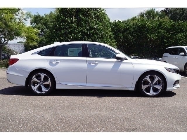 2018 Platinum White Pearl Honda Accord Touring Sedan 4 Door FWD I4 DOHC 16V Turbocharged Engine
