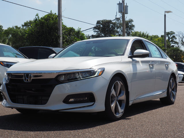 2018 Platinum White Pearl Honda Accord Touring FWD 4 Door Automatic (CVT) I4 DOHC 16V Turbocharged Engine