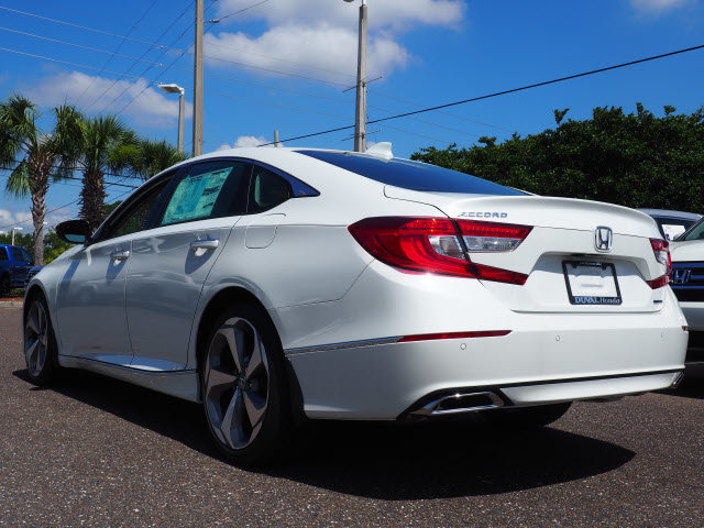 2018 Platinum White Pearl Honda Accord Touring I4 DOHC 16V Turbocharged Engine Automatic (CVT) FWD