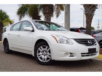 2010 Winter Frost Pearl Nissan Altima 2.5 S FWD 2.5L 4-Cylinder SMPI DOHC Engine 4 Door Automatic (CVT)