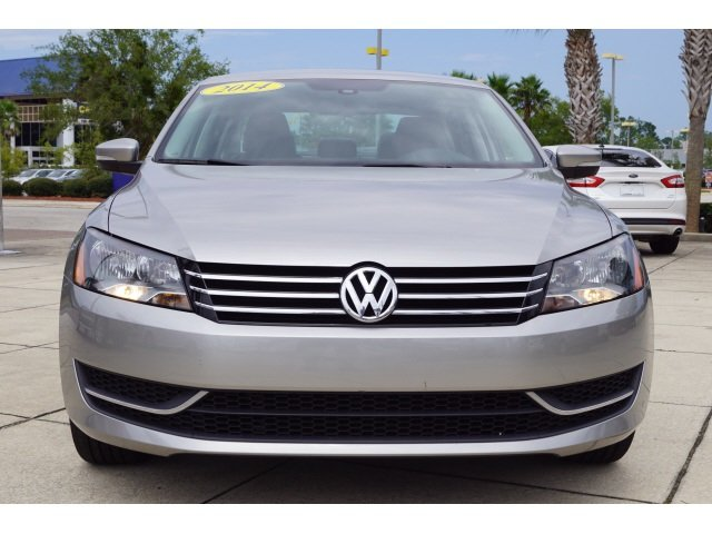 2014 Candy White Volkswagen Passat SE Sedan 4 Door Automatic 1.8L 4-Cylinder DOHC Engine FWD