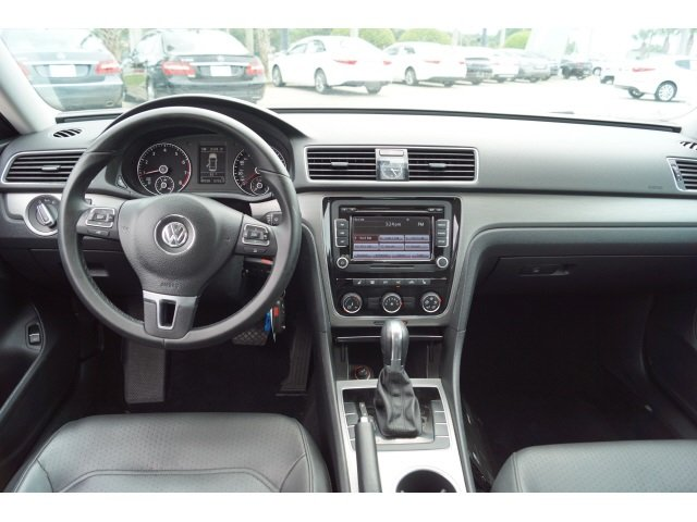 2014 Volkswagen Passat SE Sedan FWD 4 Door
