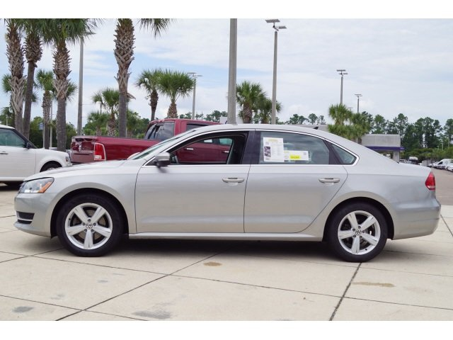 2014 Candy White Volkswagen Passat SE FWD Sedan Automatic