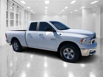 2017 Bright White Clearcoat Ram 1500 SLT 4 Door Automatic Truck 4X4 Regular Unleaded V-6 3.6 L/220 Engine