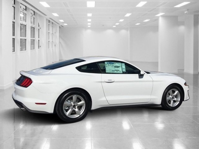 2018 Oxford White Ford Mustang EcoBoost RWD Coupe Intercooled Turbo Premium Unleaded I-4 2.3 L/140 Engine