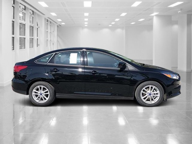 2018 Shadow Black Ford Focus SE FWD Regular Unleaded I-4 2.0 L/122 Engine 4 Door Automatic