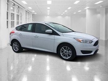2018 Oxford White Ford Focus SE FWD 4 Door Hatchback Automatic