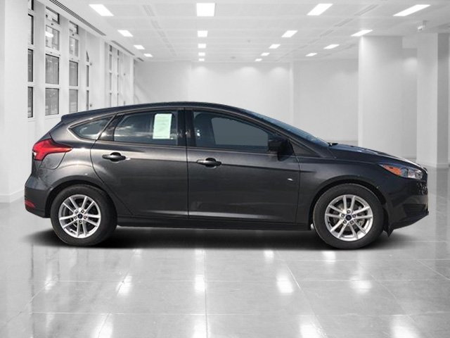 2018 Magnetic Metallic Ford Focus SE FWD 4 Door Hatchback