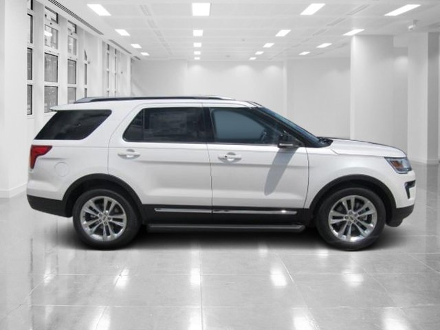 2018 White Platinum Metallic Tri-Coat Ford Explorer XLT 4 Door Automatic Regular Unleaded V-6 3.5 L/213 Engine SUV