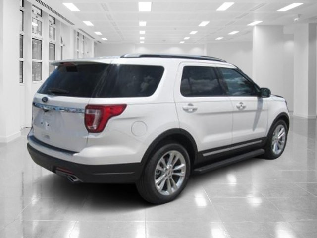 2018 White Platinum Metallic Tri-Coat Ford Explorer XLT FWD Regular Unleaded V-6 3.5 L/213 Engine 4 Door SUV Automatic