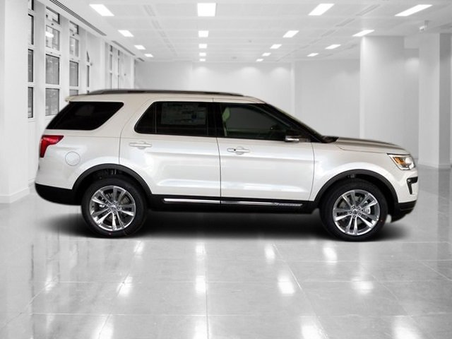 2018 White Platinum Metallic Tri-Coat Ford Explorer XLT SUV Automatic 4 Door