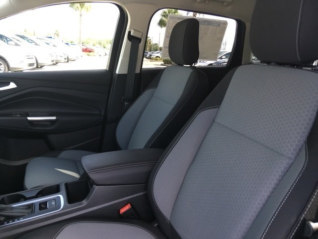 2019 Ford Escape SE FWD SUV 4 Door Intercooled Turbo Regular Unleaded I-4 1.5 L/92 Engine Automatic