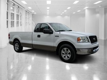 2005 Oxford White Clearcoat Ford F-150 XLT Gas V6 4.2L/256 Engine Automatic 2 Door RWD Truck