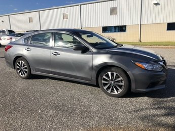 2017 Nissan Altima 2.5 SV Regular Unleaded I-4 2.5 L/152 Engine FWD Automatic (CVT)