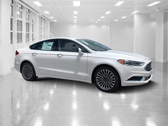 2018 White Platinum Metallic Tri-Coat Ford Fusion SE Sedan Intercooled Turbo Regular Unleaded I-4 1.5 L/91 Engine FWD