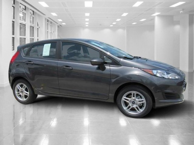 2018 Magnetic Metallic Ford Fiesta SE Regular Unleaded I-4 1.6 L/97 Engine Manual 4 Door Hatchback