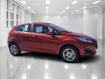 2018 Chili Pepper Red Ford Fiesta SE Regular Unleaded I-4 1.6 L/97 Engine FWD Manual Hatchback 4 Door