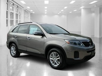 2015 Titanium Silver Kia Sorento LX SUV FWD Regular Unleaded V-6 3.3 L/204 Engine Automatic 4 Door