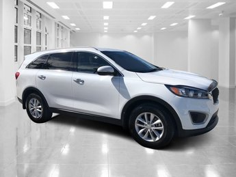 2017 Snow White Pearl Kia Sorento LX 4 Door Regular Unleaded I-4 2.4 L/144 Engine Automatic FWD SUV