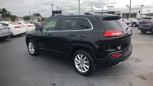 2017 Diamond Black Crystal Pearlcoat Jeep Cherokee Limited Automatic 4X4 2.4L 4-Cylinder SMPI SOHC Engine SUV 4 Door